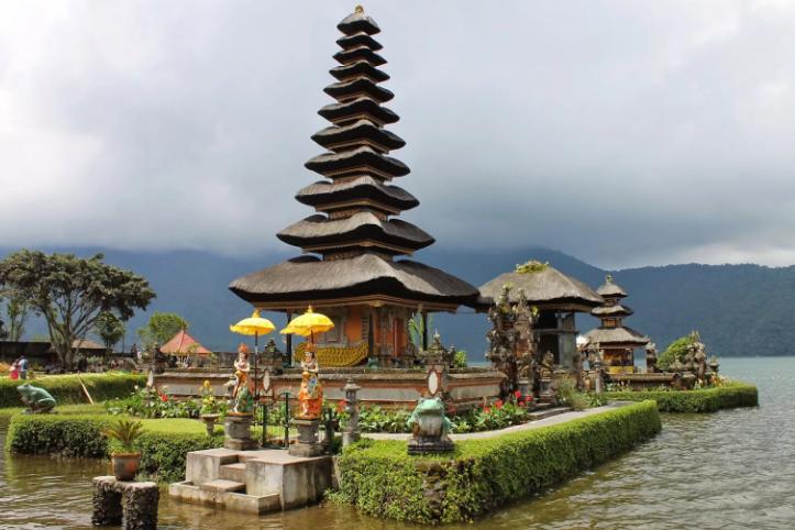 храм Улун Данау