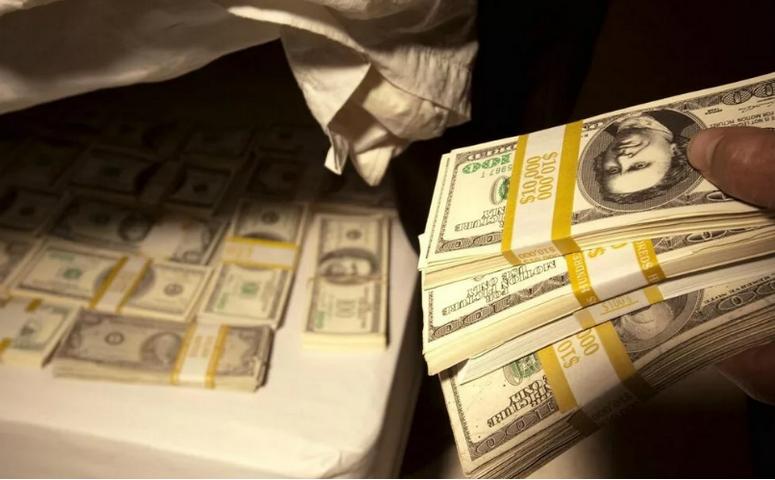 Где нельзя хранить деньги в доме