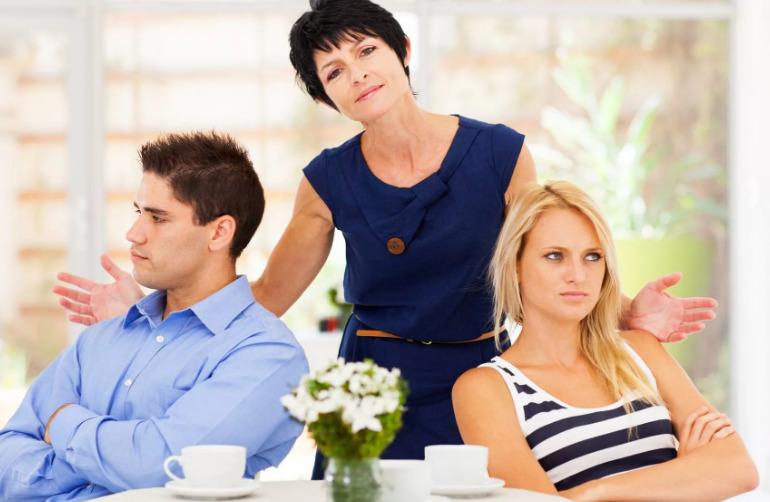 Между свекровью и невесткой постоянный конфликт