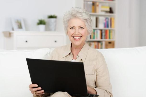Пенсионерка подрабатывает в интернете