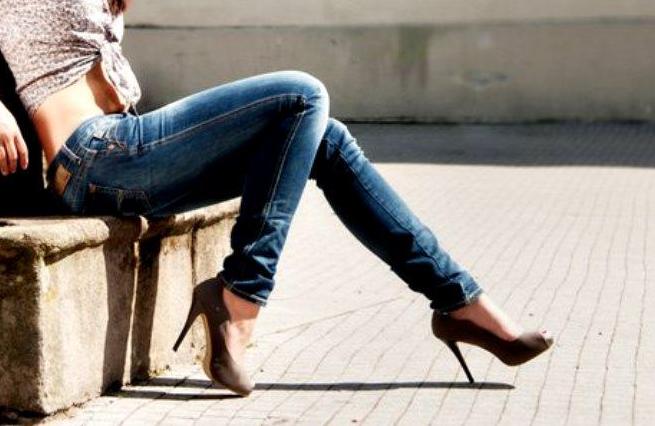 Вредные для женского здоровья узкие джинсы