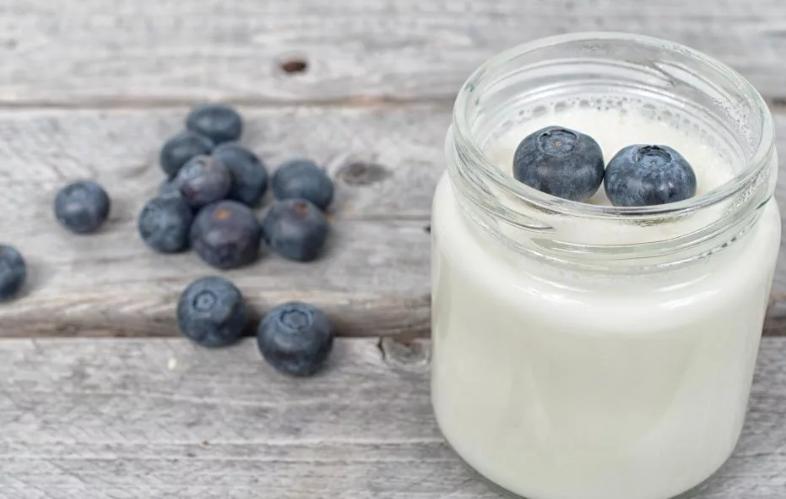 Перекусываем йогуртом или выпиваем минеральную воду