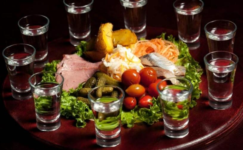 Как подавать водку на стол
