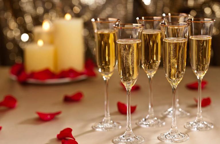 Как подавать шампанское на стол
