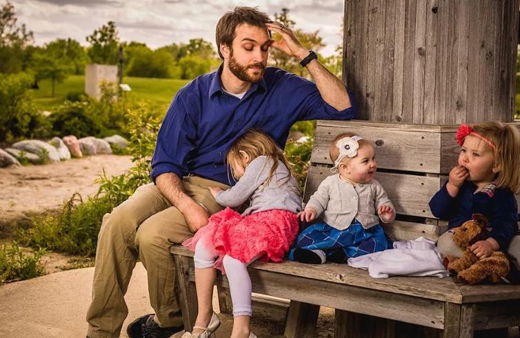 Качества хорошего мужа хорошо относится к маленьким детям