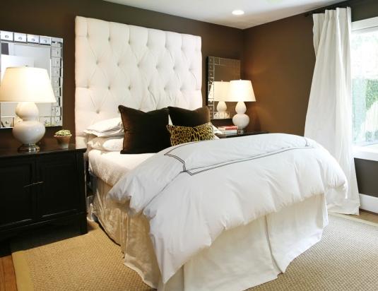 Шоколадный тон и белый в спальне