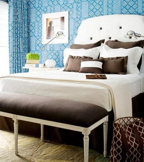Шоколадный тон с бирюзовым в спальне