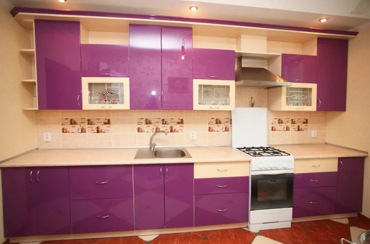 Кухня цвета фуксии с бежевым в интерьере