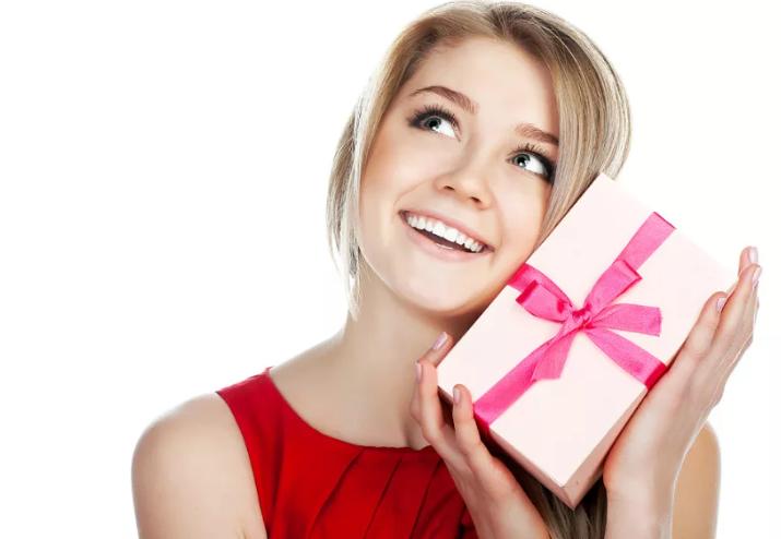 Что подарить любимой девушке