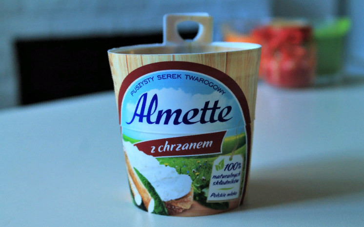Сыры Hochland Almette с хреном