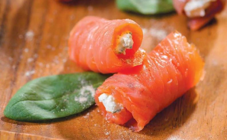 Блюда из клубники рулеты из красной рыбы