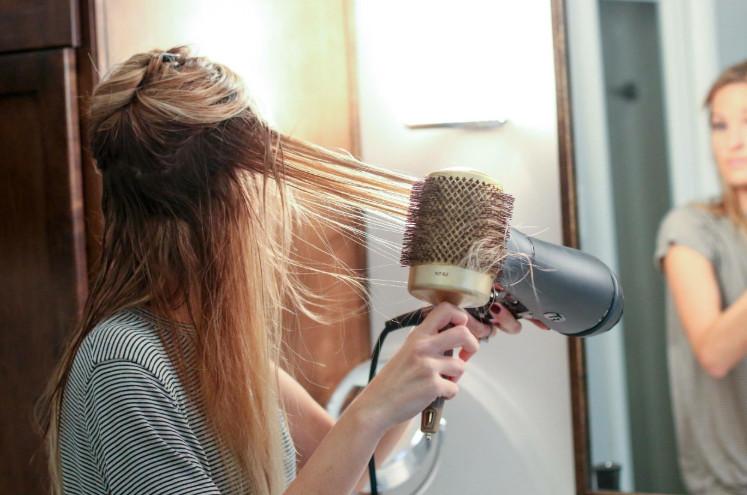 Как укладывать волосы феном фото