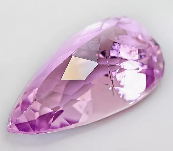Фиолетовый кунцит фото