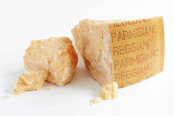 Сыр Пармиджано-Реджано фото