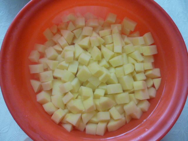Нарезать картошку для кулеша